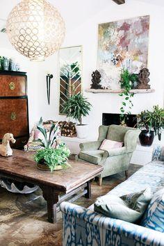 Judy Aldridge Gives Her Home a Boho Thrift-Store Makeover Boho living. Bohemeina home decoarting. Bohemian Style Home, Bohemian Interior, Boho Chic, Ibiza Style, Ethnic Chic, Interior Livingroom, Bohemian Design, Kitchen Interior, Modern Interior