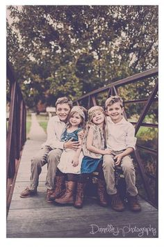 Children Photography Ideas Siblings Toddlers Brother 17 Ideas For 2019 Cousin Photo Shoots, Boy Photo Shoot, Vintage Kids Photography, Kids Photography Boys, Sibling Photography, Photography Ideas, Cousin Pictures, Fall Family Pictures, Sisters