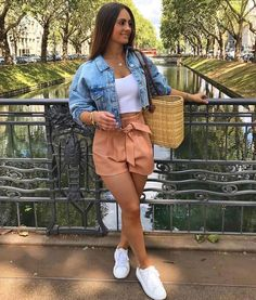 Cmo usar baggy shorts antes de que te alcance el fro 20 casual spring outfits women you ll copy this season Girly Outfits, Casual Summer Outfits, Short Outfits, Classy Outfits, Stylish Outfits, Spring Outfits, Cool Outfits, Denim Outfits, Date Outfit Summer