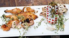 Slik griller du kylling på boks - få grillkokkens smarte tips til saftig grillkylling