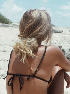 color code black bikini top/pinterest: juliabarefoot