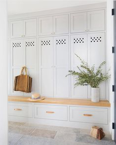 White Closed Mudroom Lockers - Design photos, ideas and inspiration. Amazing gallery of interior design and decorating ideas of White Closed Mudroom Lockers in laundry/mudrooms, kitchens, entrances/foyers by elite interior designers - Page 1 Mudroom Cabinets, Mudroom Laundry Room, Bench Mudroom, Mudroom Cubbies, Laundry Storage, Hidden Storage, Design Entrée, Design Ideas, Studio Design