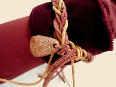 """Dieser """"Bogenschützen-Armschoner"""" von Talaura aus herrlich weichem Samt mit Lederband entstand zur Aktion Kunstraub vogel_frei zu den zwei Themen """"..."""