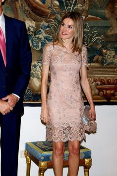 Elegant: Princess Letizia is chic in a nude lace dress at the Almudaina Palace in Palma Princess Letizia, Queen Letizia, I Dress, Party Dress, Silvester Outfit, Mode Boho, Short Dresses, Formal Dresses, Lace Dresses
