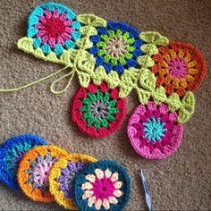 Transcendent Crochet a Solid Granny Square Ideas. Inconceivable Crochet a Solid Granny Square Ideas. Crochet Circles, Crochet Motifs, Granny Square Crochet Pattern, Crochet Squares, Crochet Granny, Crochet Stitches, Granny Square Tutorial, Crochet Crafts, Crochet Yarn