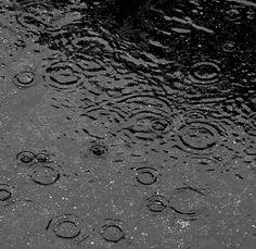 Após um mês de seca e níveis críticos de umidade, chuvas voltam ao centro-oeste paulista | Chuva de ontem aliviou um pouco o clima da cidade, que não via umidade há um mês. http://mmanchete.blogspot.com.br/2012/09/apos-um-mes-de-seca-e-niveis-criticos.html