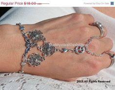 Peace and Love, Slave Bracelet, Bracelet Ring, Flower, Floral, Charm Bracelet, Slave Bracelet Ring, Hand Chain, Hand Jewelry, Handflower