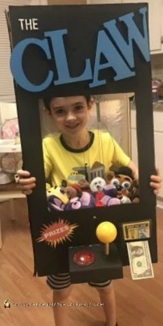 Coolest and Cheapest DIY Claw Machine Costume In Town – original costume Halloween Costumes Kids Homemade, Halloween Costume Contest, Halloween Kids, Halloween Party, Halloween Couples, Halloween 2017, Halloween Crafts, Happy Halloween, Cute Baby Costumes