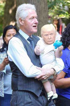 Tiny Trump Memes That Will Make Your Day But Annoy The President a Lot - 105 Bill And Hillary Clinton, Chelsea Clinton, American Presidents, Us Presidents, Tiny Trump, Trump Photo, Clinton Foundation, Donald Trump, Funny Pictures