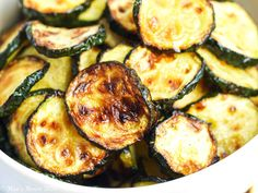 Air Fryer Zucchini (Keto + Low-Carb!) Zucchini Side Dishes, Low Carb Side Dishes, Veggie Dishes, New Recipes, Dinner Recipes, Cooking Recipes, Favorite Recipes, Sloppy Joe Burger, Cherry Tomato Recipes