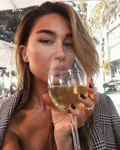 "5,544 mentions J'aime, 147 commentaires - Mathilda (@mathilda.annao) sur Instagram : ""Wine makes me miss him more 💭"""