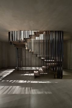 Milanese teams from Storage Associati realized this magnificent staircase for a house, playing with talent on the perception to provide a space combining elegance and modernity . An impressive creation to see in the sequel in a series of images.