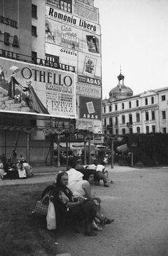 Piata Casa Centrala a Armatei - Calea Victoriei la intersectia cu Bd. Elisabeta Socialist State, Socialism, Central And Eastern Europe, Old City, Warsaw, Old Pictures, Time Travel, Romania, Vintage Photos