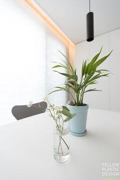 10년후를 생각한 쌍둥이네_ 잠실파크리오 32평형 인테리어 [옐로플라스틱/Yellowplastic] : 네이버 블로그 Living Room, Interior, Plants, House, Indoor, Home, Home Living Room, Drawing Room, Interiors