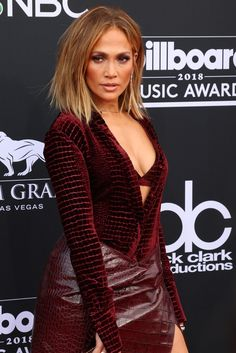Jennifer Lopez put a little bit of skin on display in a Roberto Cavalli croc skirt Jennifer Lopez, Going Out Tops, Billboard Music Awards, Celebrity Pictures, Style Icons, Hair Beauty, Skinny Jeans, Female, Celebrities