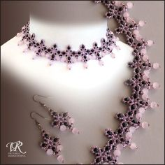 Free pattern for beaded necklace Pink Flamingo | Beads Magic. Lots of free patterns on this site. I especially like the blue pearl necklace.