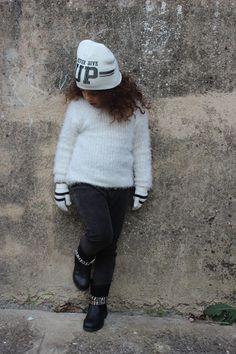 Nini Sienna Lou toujours aussi jolie adopte la #babou attitude ! #mode #enfant #pull 11€ #boots 14€ #bonnet 3€