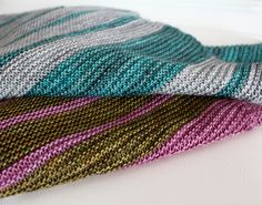 Tutorial showing how to change colours when knitting stripes. Features the 8 Simple Stripes Shawl. leahmichelledesigns.com