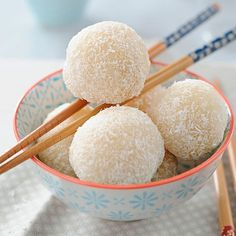 Découvrez la recette Boule de neige coco sur cuisineactuelle.fr.