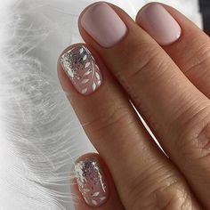 False nails have the advantage of offering a manicure worthy of the most advanced backstage and to hold longer than a simple nail polish. The problem is how to remove them without damaging your nails. Nail Design Glitter, Nail Design Spring, Nails Design, Bridal Nails, Wedding Nails, Short Nail Designs, Nail Art Designs, Classy Nail Designs, French Nail Art