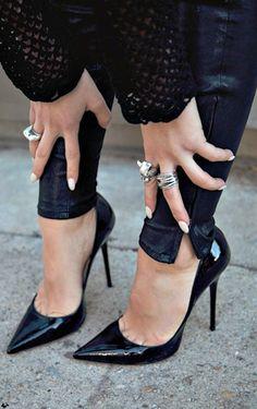 Designer-Bag-Hub com fashion louis vuitton fashion shoes  hot sale Classic Kitten Heels #fashion #shoes #black | http://awesome-fashion-shoes-gallery.blogspot.com