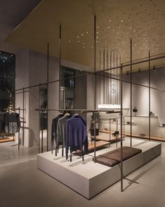 Image 21 of 27 from gallery of ASH Shanghai / Francesc Rifé Studio. Photograph by David Zarzoso Showroom Design, Interior Design Studio, Retail Store Design, Retail Shop, Furniture Showroom, Design Furniture, Visual Merchandising, Cool Retail, Bedroom Furniture Makeover