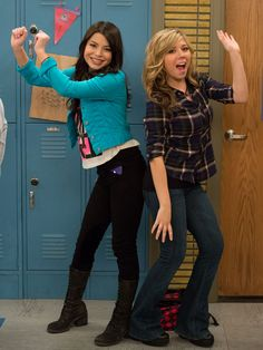 At Jennette landed her breakthrough role, playing Sam Puckett, on iCarly. Sam E Cat, Pretty Outfits, Cool Outfits, Pretty Clothes, Icarly Cast, Henry Danger Nickelodeon, Icarly And Victorious, Maria Sharapova Hot, The Thundermans