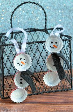These cute Bottle Cap Snowmen ornaments are a great upcycling holiday craft project. Bottle Cap Snowman Ornaments are a fun & easy craft project that makes good use of caps which would otherwise go in Recycled Christmas Decorations, Diy Christmas Village, Christmas Jars, Christmas Snowman, Christmas Stuff, Christmas Ideas, Merry Christmas, Snowman Ornaments, Holiday Ornaments