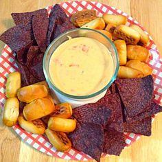 レシピとお料理がひらめくSnapDish - 9件のもぐもぐ - Dairy Free Queso with Pretzel Nuggets and Blue Corn Chips by http://melissasmenu.wordpress.com/