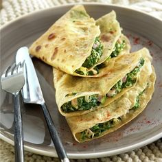 Crepes stuffed with spinach, sweet ham and white cheese - Recetas - Tortillas, Crepes Rellenos, Diet Recipes, Healthy Recipes, Healthy Food, Crepe Recipes, Lunch Menu, Pancakes, Healthy Meals For Kids