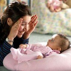 ¿Sabes qué es la Atención o Estimulación Temprana? Te lo explicamos en nuestro artículo así como su importancia: http://tugimnasiacerebral.com/para-bebes/que-es-estimulacion-temprana-ninos-bebes-atencion-temprana #atencion Esta practica permite que los padres y madres fomenten el correcto desarrollo de la psicomotricidad de su bebé, así como permiten estimular otros aspectos del desarrollo del bebé como el lenguaje #estimulacion #temprana #padres #bebes