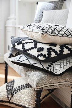 Home furnishings - Ava Ilinka - Home furnishings Black and white cushions are the perfect accessory for a monochrome touch to your home Black And White Living Room Decor, Black And White Furniture, Black And White Interior, Black Sofa, White Home Decor, Black Decor, Boho Cushions, Cushions On Sofa, Neutral Cushions