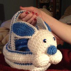 Canasta de crochet de conejo.