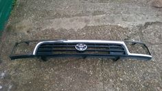 Toyota Hilux Surf (1993-1996) Front Grille