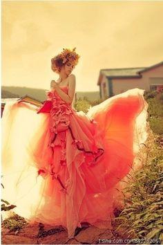 Heart, Soul and Glamour Coperate Design, Mode Glamour, Amazing Wedding Dress, Perfect Wedding, Mode Boho, Colorful Roses, Foto Art, Prom Dresses, Wedding Dresses