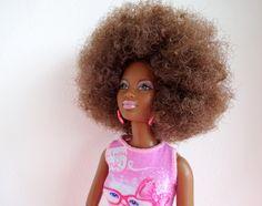 My Black Doll verkoopt Barbie poppen, poppen, speelgoed en lifestyleproducten speciaal voor meisjes met een donkere huidskleur.
