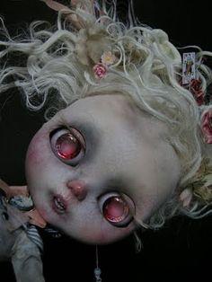 """CUSTOM OOAK Blythe """"Alice en chute"""". Pièce unique réalisée par Julien Martinez_INDISPONIBLE/UNAVAILABLE."""