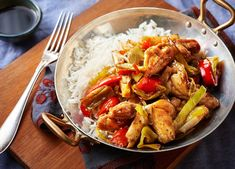 Tender chicken thighs pair with authentic Chinese flavour in this speedy, spicy stir-fry. Find more chicken recipes & midweek meals at Tesco Real Food. Chicken Recipes Video, Healthy Chicken Recipes, Healthy Dinner Recipes, Veg Stir Fry, Chicken Stir Fry, Chicken Meals, Tesco Real Food, Midweek Meals, Stir Fry Recipes