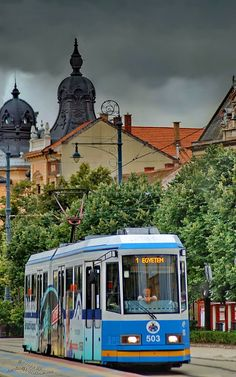 Discover the world through photos. Tramway, Bonde, London Transport, Light Rail, Central Europe, Old World Charm, Travel And Leisure, Dream Vacations, Manaus