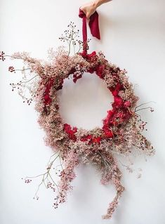 Christmas wreaths 20 inspirations with dried flowers Dried Flower Wreaths, Dried Flowers, Xmas Wreaths, Christmas Decorations, Holiday Decor, Design Floral, Noel Christmas, Arte Floral, Fall Flowers