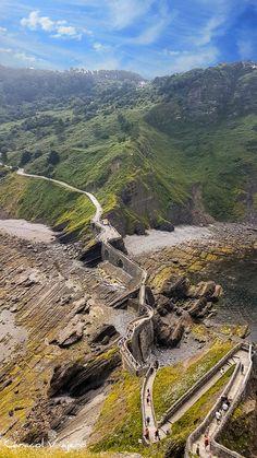 ¿Cómo ir a San Juan de Gaztelugatxe? | Caracol Viajero Bilbao, Bay Of Biscay, Round Trip, Travel Guides, Grand Canyon, Scenery, Places To Visit, Photos, Around The Worlds