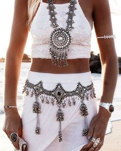 Boho clothes, jewelry and bags have rocked the fashion world. Boho has been immensely popular both with celebrities with masses alike. Let us look over on Boho Boho Chic, Style Boho, Bohemian Style Jewelry, Look Boho, Bohemian Accessories, Gypsy Style, Hippie Style, Hippie Jewelry, Tribal Jewelry