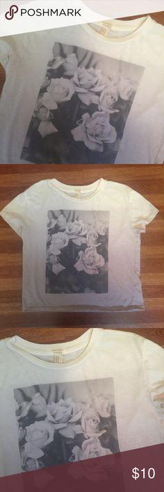 ❣️Forever 21 Boxy Rose Tee •No stains/tears  •Smoke free home  •Boxy style - hits at waist  •Sorry, I do not model •No trades/holds Forever 21 Tops Tees - Short Sleeve