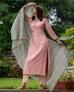 Shop online Pink embroidered kurta and pant with bird printed dupatta - set of three Embroidered pink kurta in dola silk with straight pants. Its paired with all over pista green bird printed chanderi dupatta Party Wear Indian Dresses, Designer Party Wear Dresses, Pakistani Dresses Casual, Kurti Designs Party Wear, Dress Indian Style, Indian Designer Outfits, Indian Wear, Indian Outfits, Simple Kurta Designs