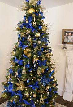 Save money by decorating your Christmas with an affordable Dollar Tree haul! This is our third dollar store Christmas tree, and this gold and blue tree decor also features some of our favorite money-saving Christmas tree decorating hacks. Blue Christmas Tree Decorations, Burlap Christmas Tree, Decorating With Christmas Lights, Diy Christmas Tree, Rustic Christmas, Christmas Wreaths, White Christmas, Christmas Christmas, Xmas Trees