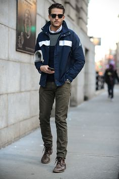 This laid-back combo of a navy and white windbreaker and olive skinny jeans is a real life saver when you need to look great but have no time. A pair of dark brown leather casual boots easily dials up the fashion factor of any outfit. Mens Fashion Casual Shoes, Men Fashion Show, Mens Fashion Suits, Men's Fashion, Casual Boots, Daily Fashion, Slimming World, Style Costume Homme, Olive Skinny Jeans