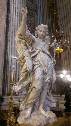 Chiesa di Sant'Ignazio a Roma.  Altare di SanLuigi Gonzaga. Angeli.