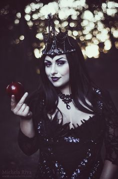 """Commissioned Photography for singer Lady Victoria, """"The Evil Queen"""" new single. // CREDITS // Photo and Retouching: Michela Riva Make up by Cecilia Carbonelli Styling by Michela Puzzer Hair Style by Alina Brichese Assistant: Bruno Queen Ii, Dark Queen, Witch Photos, Halloween Photos, Dark Beauty, Gothic Beauty, Apples Photography, Fantasy Model, Evil Witch"""