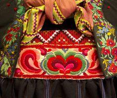 Magasin for Bunad og Folkedrakt Folk Costume, Costumes, Ethnic Dress, Bridal Crown, My Heritage, World Cultures, Vera Bradley Backpack, Scandinavian Design, Traditional Outfits