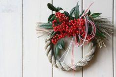 南天の注連縄リース 大 - Bloomsbury Japanese New Year, New Years Decorations, Xmas Holidays, Grapevine Wreath, Floral Arrangements, Christmas Wreaths, Holiday Decor, Flowers, Flower Arrangement